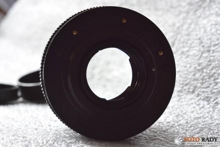 Pancolar 50/1,8Pancolar 50/1,8 - Průhled téměř odcloněným objektivem zezadu. Je vidět že optika je bez škrábanců, závoje a plísní.